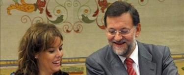 """Propuestas, propuestas, propuestas. Mariano Rajoy está anunciando medidas concretas de cara a las elecciones, aunque el PSOE insiste en que el líder del PP """"nunca dice nada""""."""