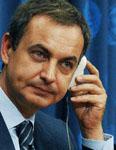 No queria, pero.......  El presidente Zapatero ofrece diálogo para frenar el desgaste.
