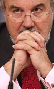Solbes admite ahora que la economía irá peor de lo que él había anunciado.