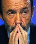 Rubalcaba teme que el 25-M refrende la reforma laboral de Rajoy.
