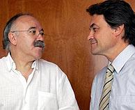 Los nacionalistas de CiU piden ayuda a los expoliadores españoles.