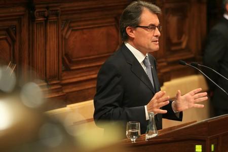 "La tijera de Mas (CIU, Cataluña): no paga nóminas pero sigue engordando ""mamandurrias""."